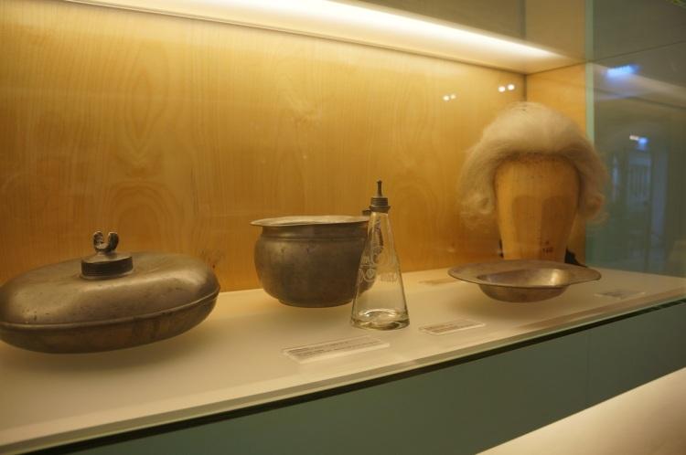Mozart'ın peruğu ve bakım malzemeleri :)