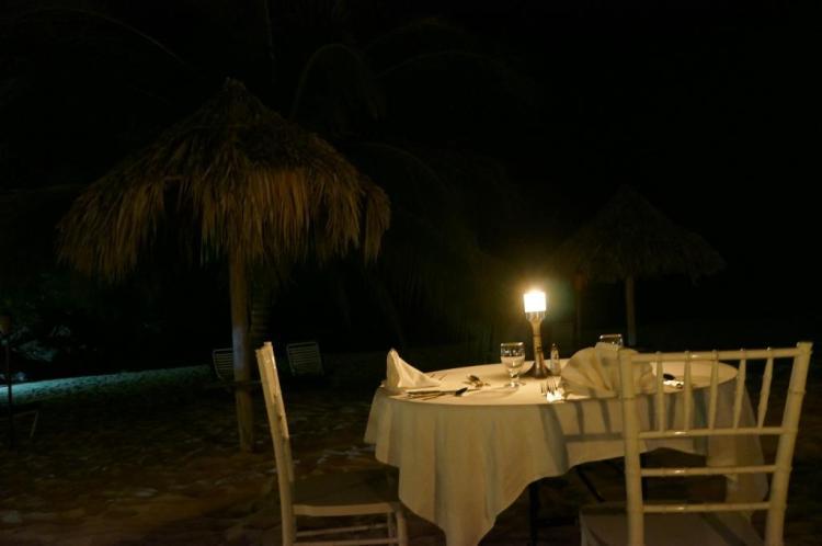 Sahildeki akşam yemeği