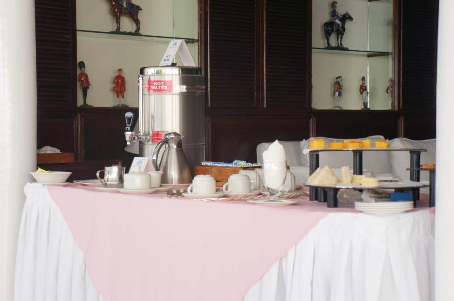 Bar'da servis edilen beş çayı