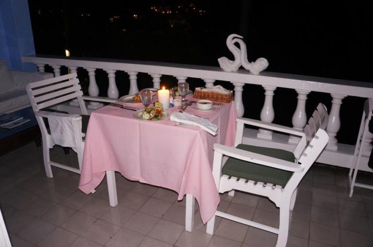 Akşam yemeğinde oda servis