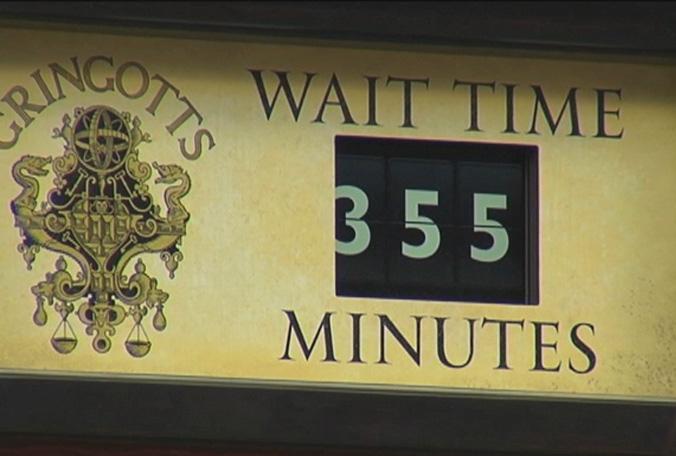 Harry Potter - Escape from Gringotts Turu Bekleme süresinin 355 dk olduğ zamanlar..