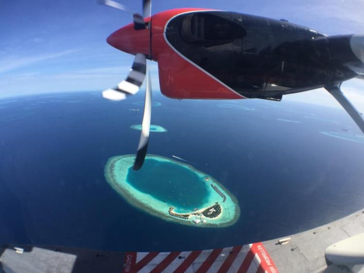 Uçaktan bir ada manzarası