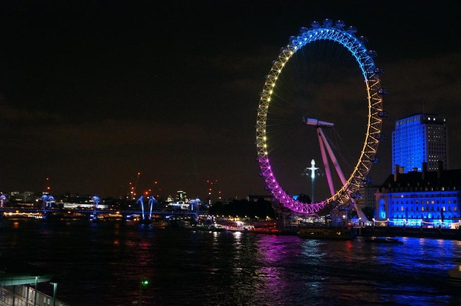 London Eye akşam bir başkadır.