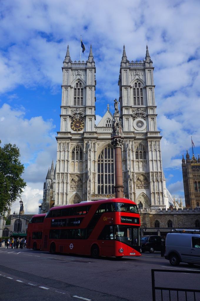 Westminster Abbey ve kırmızı otobüsler - evet onlar toplu taşıma amaçlı kullanılıyor - süs değil :)