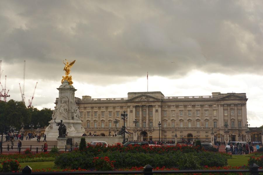 Buckingham Sarayının üstüne bulutlar toplanmış :)