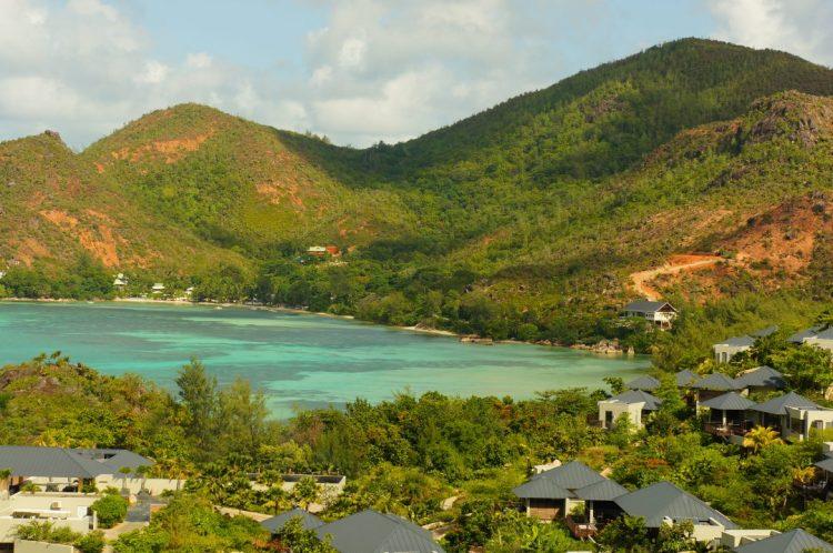 Praslin adasından bir manzara